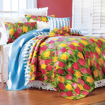 Field of Tulips Fleece Blanket & Accessories